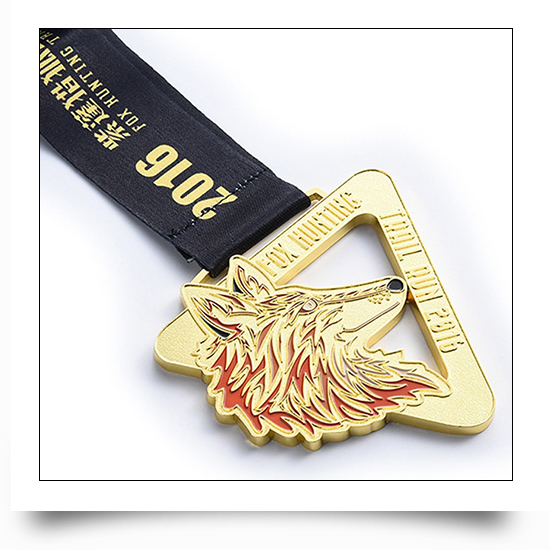 Metal Wolf Triangle Running Medal